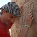 Dotykam znaku Ankh wświątyni wKarnaku