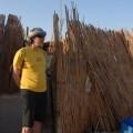 Ja przedwejściem dochaty beduinów