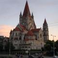 Kościół wyglądający jak zamek zWalta Disneya 2