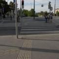 Linie prowadzące niewidomych doprzejścia dla pieszych iświateł