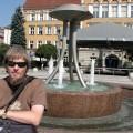 Na tle fontanny Czeskim Cieszynie