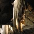 Piękne stalaktyty przypominające stopiony wosk wJaskini Punkevni