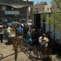 Rozdawanie chlebów naulicach Hurghady wczasie Ramadanu