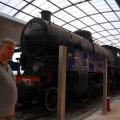 Stoję nadworcu kolejowym wCagliari aza mną potężna lokomotywa