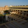 Widok z balkonu naszego hotelu Qt Hotel
