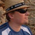 Mój portrecik w kapeluszu maltańskim przy świetle zachodu słońca