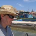 Na tle kolorowych, maltańskich łódek