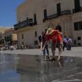 W Valecie poznajemy zbliska fontannę wytryskującą zziemi