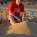 Zakopałem się wpiasku wGolden Bay isię stąd nieruszam